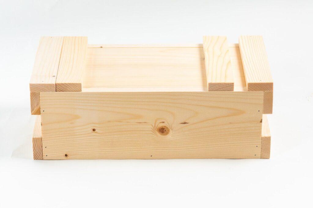 一張含有 木製的, 盒子, 容器, 室內 的圖片  自動產生的描述
